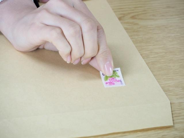 A4封筒の切手の料金と貼り方。これで重要書類の投函も安心確実!