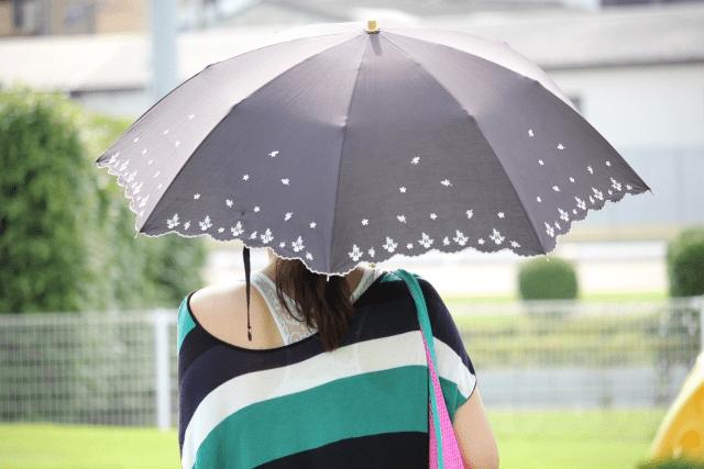 日傘は折りたたみと長傘のどっちが便利?わたしの活用術を紹介します