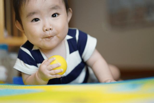 赤ちゃんが寝かしつけようとすると泣く場合のコツや便利グッズを紹介